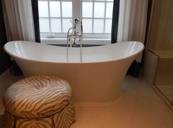 Bath tub and shower